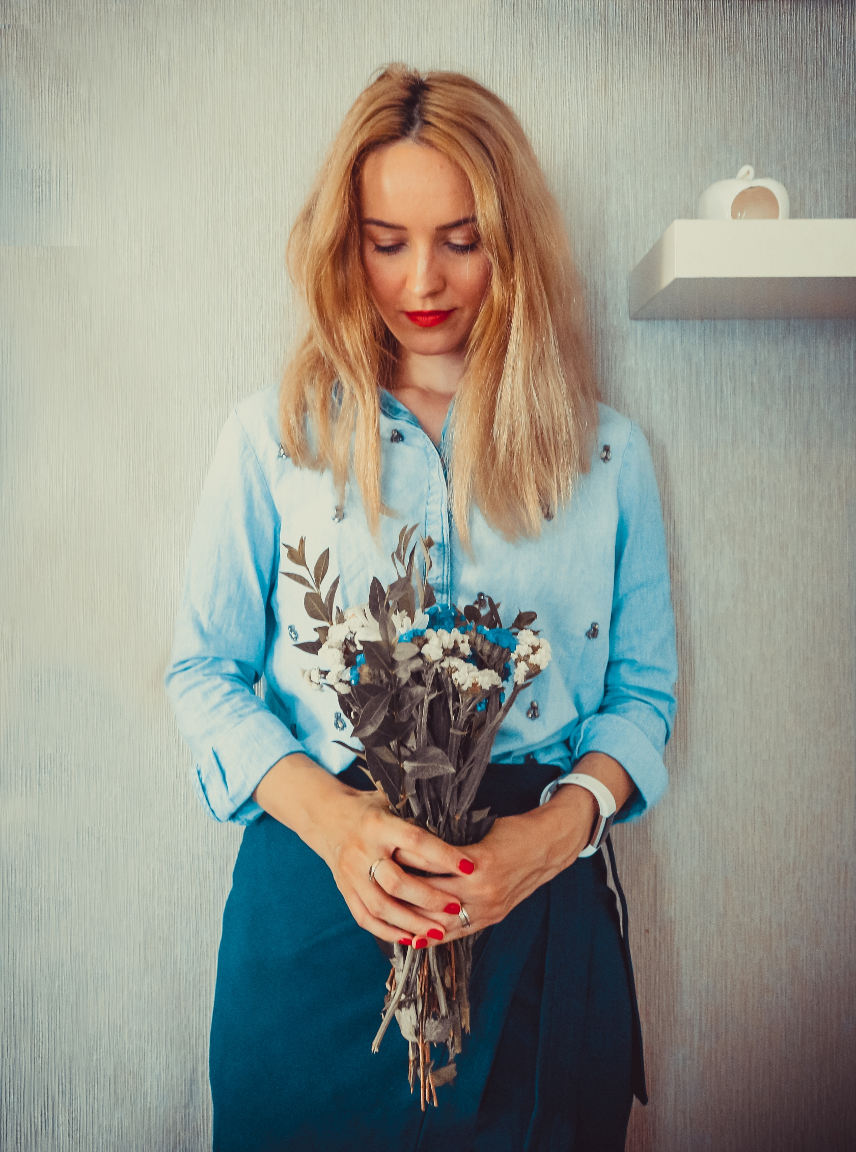 girl with flowers bouquet